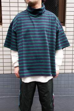 border oversized turtle neck s/s tee